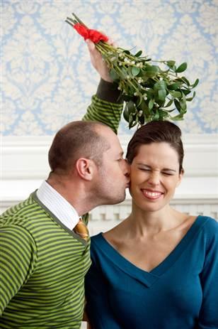 mistletoe-kissing